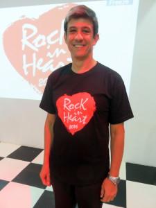 O presidente Silvio Oliveira com a camiseta do evento, que está sendo vendida a R$20 na Volacc e no Indaiatuba Clube. Foto: divulgação.
